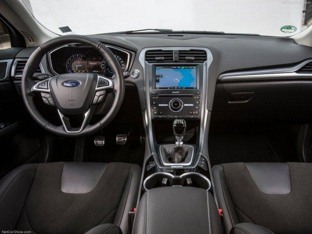салон автомобиля ford mondeo 2015